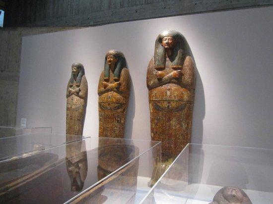 Musee des Beaux-Arts et d'Archeologie de Besancon: the gyptrioband. le premier groupe Sarkophage  eh!eh!