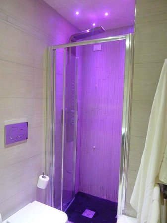 Hotel Caravita : Loved the shower!