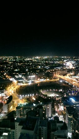 Meriton Serviced Apartments World Tower: Bedroom stunning view from 65th fl.