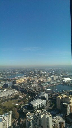 Meriton Serviced Apartments World Tower: Morning glory