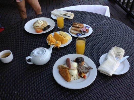 Gayana Marine Resort: Breakfast delivered on the balcony