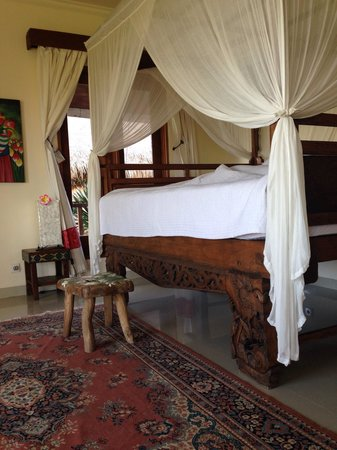 By Dorry Bed & Breakfast: our HUGE comfy bed
