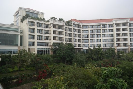 Yuehua Hotel : Hotel Building from Drive way