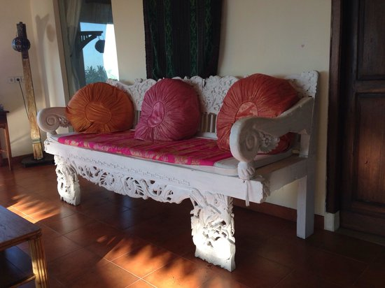 By Dorry Bed & Breakfast : bench outside the room