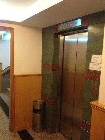 Hou Kong Hotel: 酒店電梯