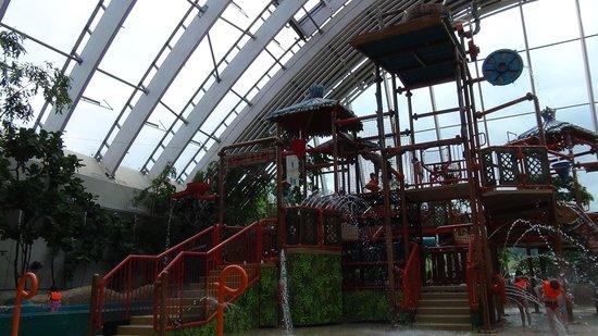 Center Parcs - Domaine des Trois Forets : Wasserspielplatz im AquaMundo