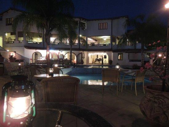 Sugar Cane Club Hotel & Spa : Dinner round the pool