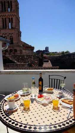 Heritage Hotel Diocletian: Delicious breakfast at the terrace