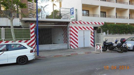 Presidente Hotel: ingang hotel garage