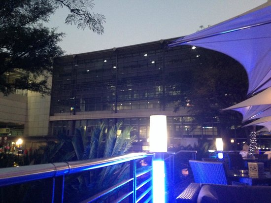 InterContinental Johannesburg OR Tambo Airport: Bar/Restaurant Terrace