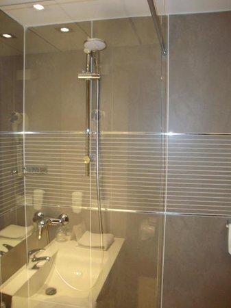 B&B Hotel Trento: ducha