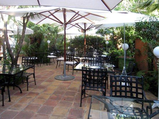 Hotel L'Aréna : La piccola area all'aperto