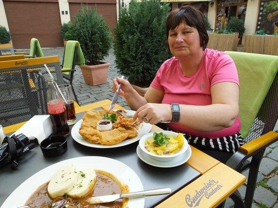 Kocar Z Vidne: Enjoying our meal..!
