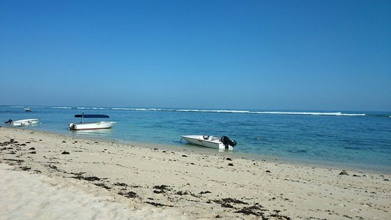 Le Meridien Ile Maurice : Lovely view from the beach