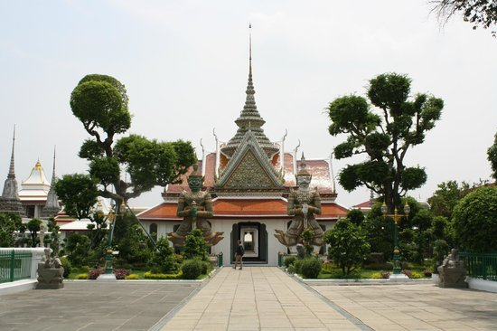 Wat Arun (Tempel der Morgenröte): Tempelgelände