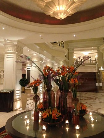 Corinthia Hotel Budapest: Lobby Flowers