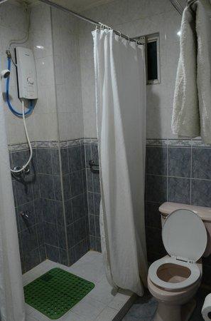 Balay da Blas Pensionne House: shower