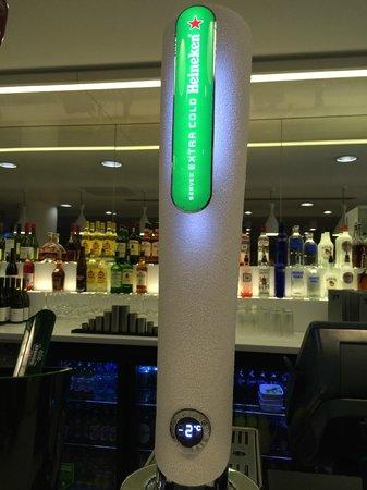 Hampton by Hilton London Gatwick Airport: Bar