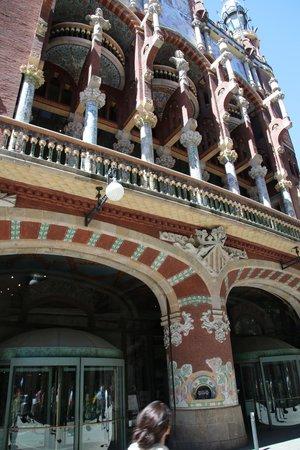 Palau de la Musica Orfeo Catala: 裏手の外装
