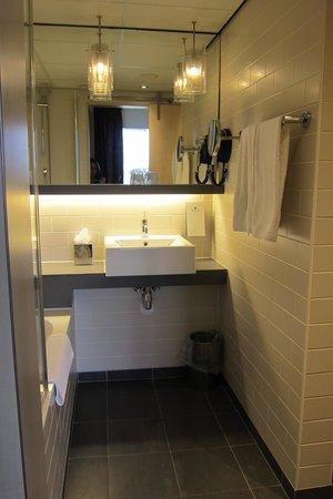 Hampshire Hotel - Babylon Den Haag: Washroom