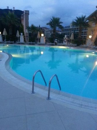 Ideal Pearl Hotel: hotel pool