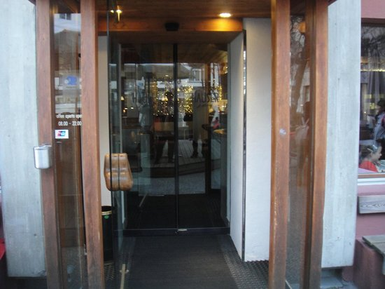 Hauser Restaurant: 入り口