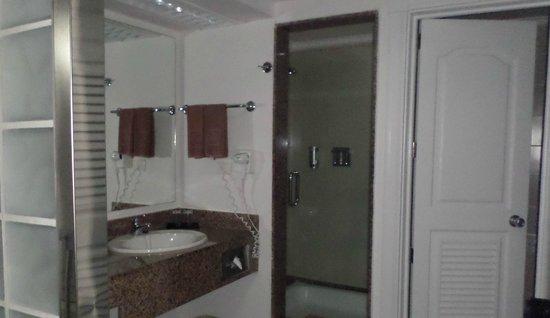 Hotel Riu Yucatan: Bathroom