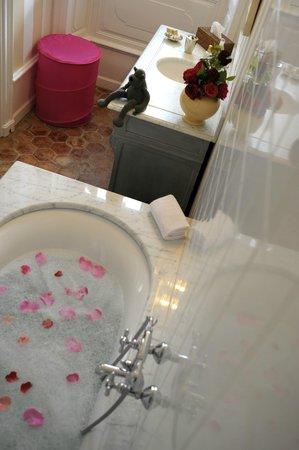 Chateau Clement : Salle de bains chambre Blanche