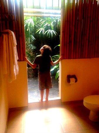 Lost Iguana Resort & Spa: Celebrity Suite bathroom