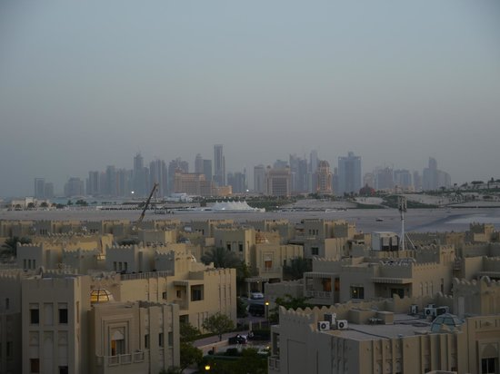Grand Hyatt Doha Hotel & Villas : View of downtown Doha from balcony