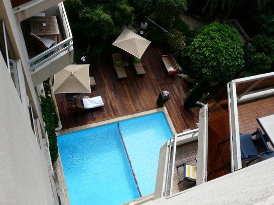 Mercure Cannes Croisette Beach: Вид из окна на бассейн