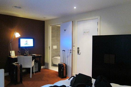 Sandton Hotel Brussels Centre : Light out shower