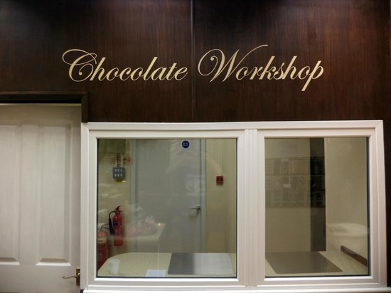 Уэйкфилд, UK: make chocolate in feathers workshop