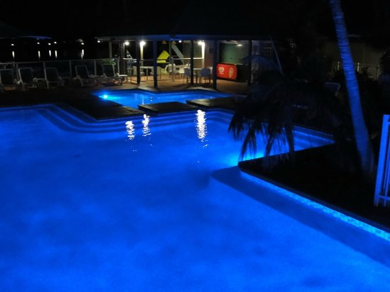 Novotel Twin Waters Resort : Great central pool