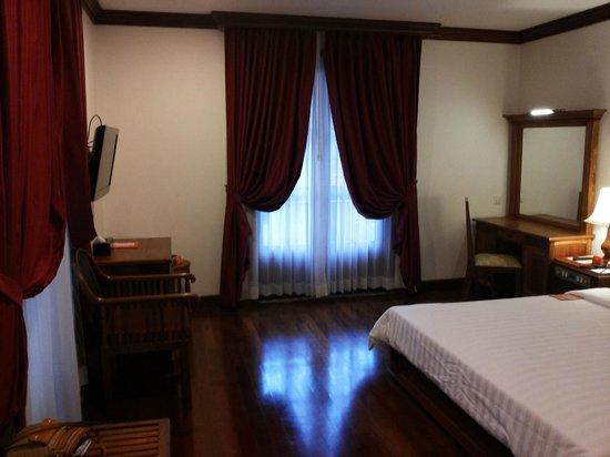 Royal Crown Hotel & Spa: Room