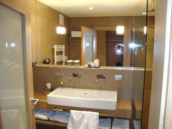Napura Art & Design Hotel: baño