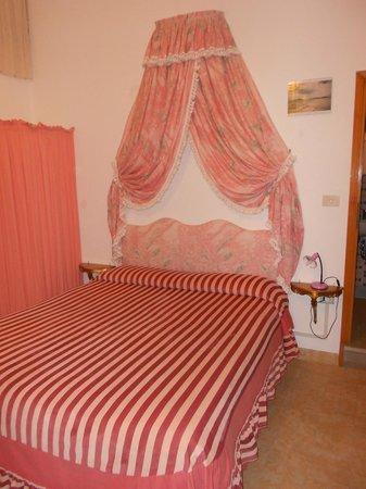 Alloggi alla Scala: La nostra camera - Il letto
