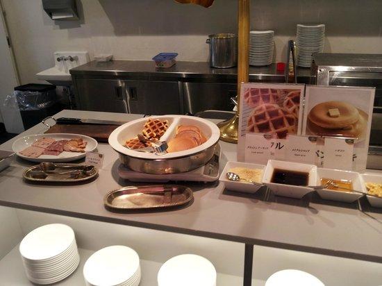 Courtyard Tokyo Ginza Hotel: Breakfast Buffett
