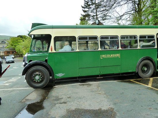 Wensleydale Railway : vintage bus that goes to Hawes from Redmire