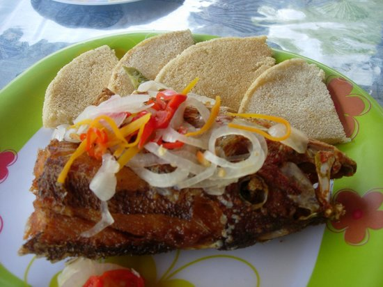 Cloggy's on the Beach: Red snapper (head) & bammies