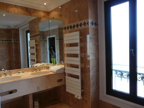 Westminster Hotel & Spa: Ванная комната поражает своими размерами