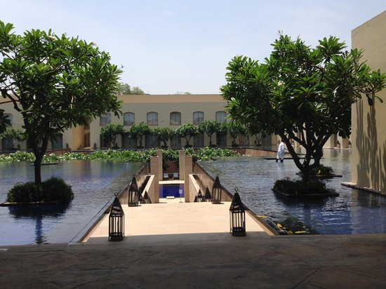 Trident, Gurgaon: Gorgeous water features!