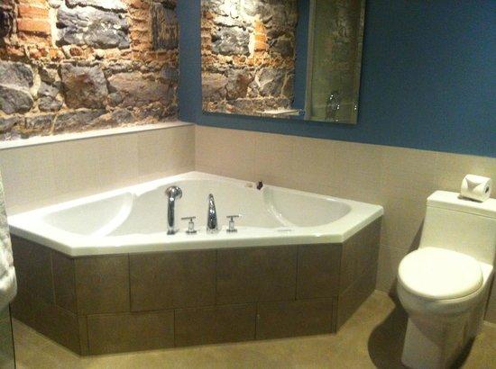 Hotel Nelligan : jacuzzi bathtub :)