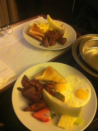 Hotel Nelligan: breakfast in bed, yumm! very cheap too