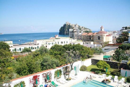 Villa Durrueli: vista da terrazzo sul tetto dell'hotel