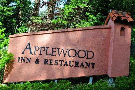 Applewood Inn: Hotel entrance