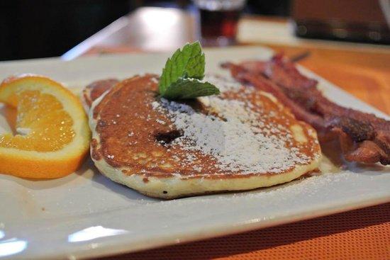 Applewood Inn: Blueberry pancakes for breakfast
