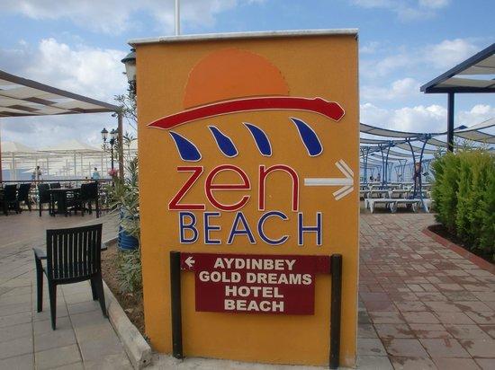 Aydinbey Gold Dreams Hotel: направо пляж отеля Zen, налево Айденбей