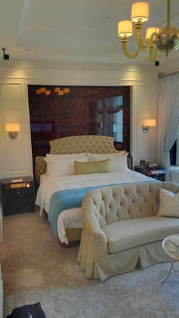 The St. Regis Singapore: Bed