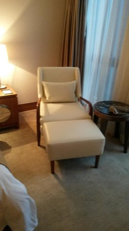 L'Hermitage Hotel : leather chair